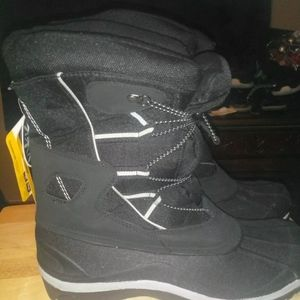 Falls creek size 12 boots BRAND NEW THINSULATE